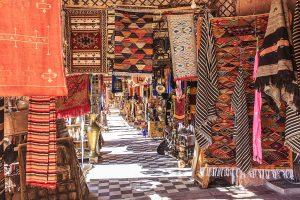 Orientteppich Basar im Maghreb - Teppichwäsche erhält den Wert