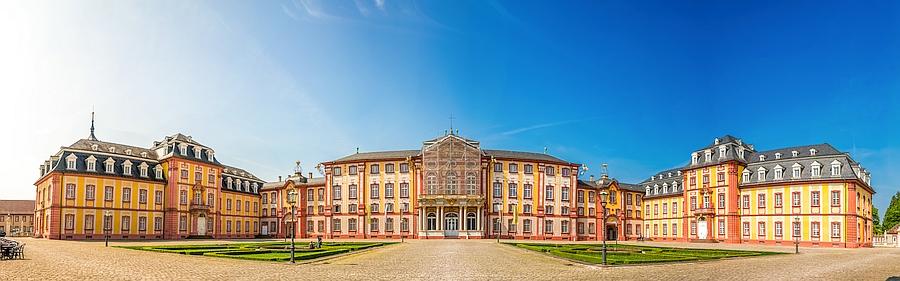 Panorama Schloss Bruchsal nahebei Teppichreinigung Grießhaber Annahmestellen
